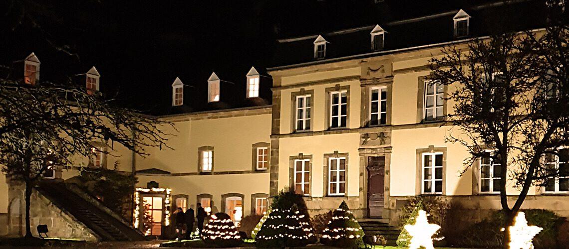 weihnachtlich geschmücktes restaurant in luxemburg