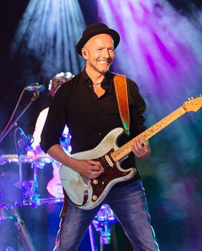 partyband-hochzeitsband-gitarrist-jonrosenau
